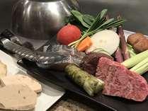 厳選された食材が目の前で料理に変わっていく過程を楽しめます。