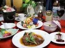 本館では、和洋折衷コース料理がいただける。