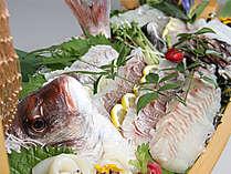 ビュッフェではお刺身の舟盛りなど新鮮魚介がいっぱい!