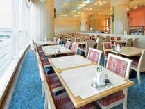 ≪バイキングレストラン ル・パラディ≫海の見えるレストランでお食事を。