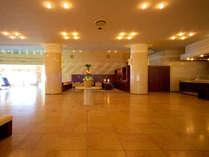≪ロビーエントランス≫リゾートホテルならではのリラックスしたお時間をお過ごしください。