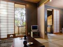 【本館月酔いの間】大正ロマンを思わせるお部屋庭先には檜露天風呂付静かに過ごせる和室です。