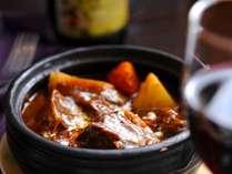 じっくり煮込んだトロトロのお肉のビーフシチュー 30数年培われた秘伝の味
