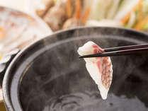 """鯛を出汁に""""さっ""""とくぐらせお召し上がりください。"""