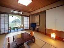 陸奥湾を眺められる和室でゆったり・のんびりとおくつろぎくださいませ。