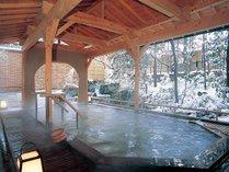 ひのき造り露天風呂「月光の湯」女性用(雪景色)