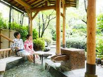 足湯:庭園を眺めながらゆっくりできるスポット