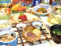 *いろいろな料理の良いところだけを食べてしまえるこの会席料理。(夕食一例)
