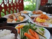 彩り鮮やかな和洋朝食ブッフェでエネルギー全開!!
