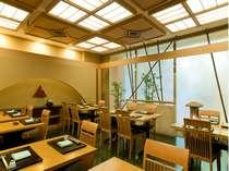 日本料理・秋ヶ瀬庵県知事賞受賞の料理長が、伝統にひと手間加えたお料理が好評です。
