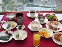 和洋バイキングの朝食 大人もお子様も楽しめる食事内容となっております。