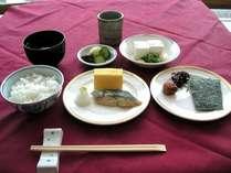 和食派には出し巻き卵がオススメ♪湯豆腐や梅干しと一緒にヘルシー朝食