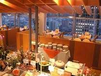 バイキングレストラン『レガーロ』朝食7:00~9:30(LO9:00)夕食17:30~21:00(LO20:30)