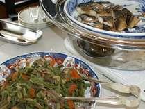 ご朝食バイキングの和食のおかず。お魚や煮物など日変わりで登場いたします。