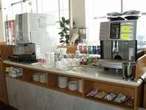 ご朝食バイキングのお飲み物。コーヒーなどを飲みながらゆったりとしたご朝食タイムを。