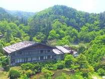 木曽の自然に囲まれた当館