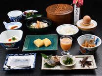 料理長自慢の卵焼きと女将特性ジュースが人気/朝食一例