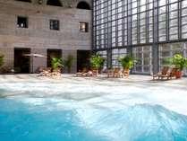 イルマーレ(森の中の海と呼ばれるリゾナーレ大人気の大きい室内プール)