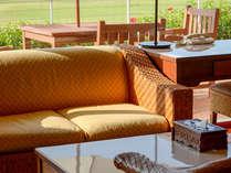 【ギャラリーツイン】客室にはテーブル&ソファを備えており、ゆったりお過ごし頂けます