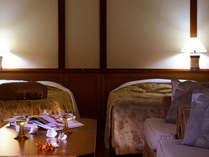 【オーキッド】ベッドはセパレートのツインタイプ。ご希望によりハリウッドツインにもご変更可能。