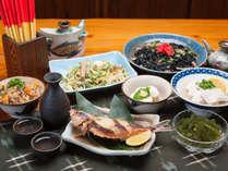 【沖縄料理】チャンプルーから宮廷料理まで、多彩な沖縄料理と三線の音色で、気軽に沖縄時間を味わえます