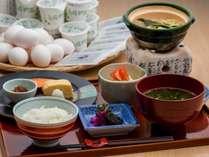 【和食/朝食】新鮮な卵と納豆、海苔もたっぷり。炊きたてのご飯が進む和朝食