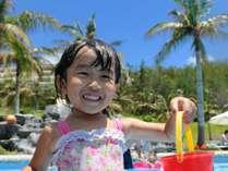 【ビーチサイドプール】水深50cmのキッズプールもあり、お子様も大喜び!