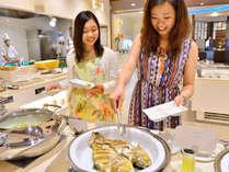 【バイキング】毎日沖縄県産を中心とした新鮮な食材が並びます。