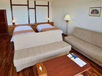 【オーキッド】ベッドはセパレートのツインタイプ。ソファベッドと合わせて4名様までご利用いただけます。