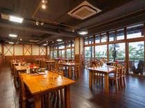 沖縄料理の店「くすくす」】ゆるやかな三線の音色に包まれる店内で、気軽に手軽に沖縄浸り