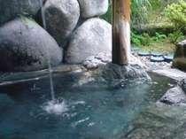 露天風呂に浸かりながら、打たせ湯も気持ちよい。晴れたら、夜は満天の星空☆