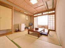 *和室8畳(客室一例)/足を伸ばしてのんびりできる和室。ほのかに薫る井草の香りも魅力の一つ。