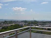 *瀬戸内海を一望できる展望デッキがオープン!よく晴れた日だと臨海工業地帯の奥に瀬戸大橋が見えることも