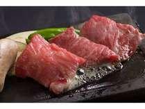 気候、水に恵まれた伊賀の土地で育った伊賀牛は柔らかくジューシィと好評。ぜひ石焼でお召し上がり下さい