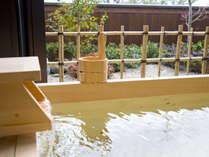 【風の棟和室10畳】檜または陶器の露天風呂がございます