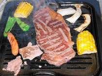 オープンテラスでバーベキュー肉食べ放題