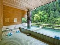 渓谷を眺めながらのんびり露天風呂で♪