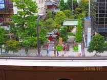 個室≪大路≫からは駅前の街路樹が見下ろせます。スズメのお宿を発見してみませんか。