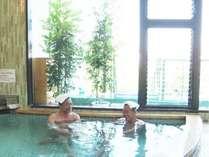 源泉100%掛け流し温泉の大浴場 夜も朝もご利用いただけます