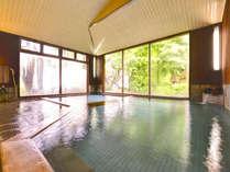 *咲花温泉はエメラルドグリーンの珍しい温泉。