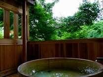 ■部屋■末摘花の源泉掛け流しの専用露天風呂。プライベート湯浴み空間で老神の湯をご堪能下さい。