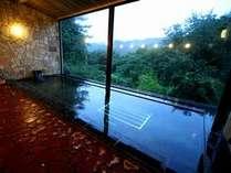 ■温泉■石造りの右弦の湯。(毎日19:00~20:00に男女の入替あり)