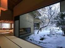■施設■冬のエントランスから見る雪景色