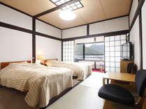 客室から望む中禅寺湖、眺め最高の宿(二階ツイン洋室)