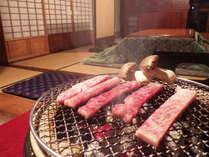 *実はリピーターさんだけの裏メニュー!卓上の炭火で炙る極上の近江牛で炊きたての白ご飯が進む~!