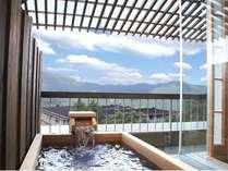 301号室:良く晴れた日のご入浴は、一層の爽快感が感じられます。