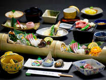 【会席料理一例】季節の素材、瀬戸内の旬を盛り込んだ会席料理をご用意。どうぞ旬の味をお楽しみください。