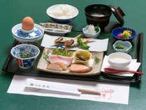 【朝食一例】朝からしっかり食べて、一日の活力をチャージ!ほかほかの和朝食をご用意いたします。