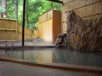 【女湯内風呂】散策の後は源泉かけ流しの天然温泉でごゆっくりと。