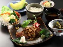 【信州牛ステーキ御膳】ミディアムレアの絶妙な焼き加減です。
